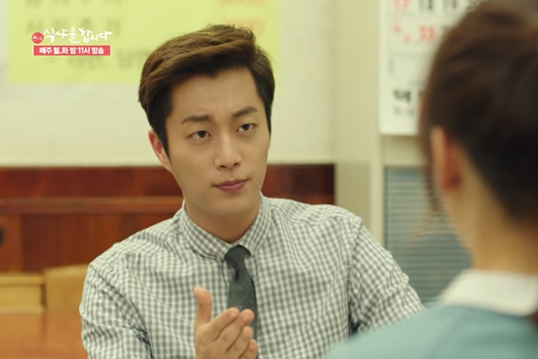 "Yoon Doo Joon stars as food blogger Goo Dae Young in another tvN show, ""Let's Eat."""