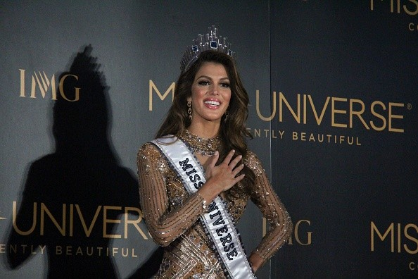 The image features Miss France Iris Mittenaere, the new Miss Universe 2016.