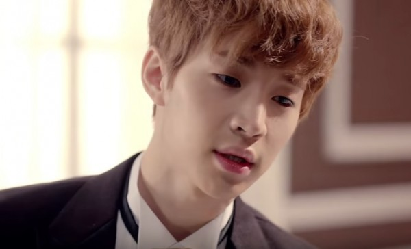 """Super Junior M's Henry in the official music video of """"TRAP."""""""