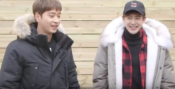 """2PM's Chansung (L) and Nichkhun (R) featured on JTBC's """"My House Appeared"""" to help a lucky family."""