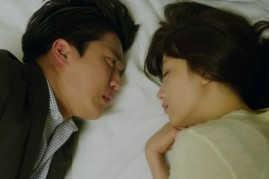 Ha Suk Jin and Park Ha Sun in an episode of 'Drinking Solo.'