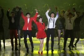 IU performs during the 2013 MelOn Music Awards.