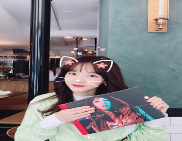 Sandara Park congratulates and wishes Minzy the best on her solo promotion.