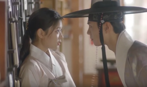 Kim Yoo Jung and Park Bo Gum getting closer in 'Love in the Moonlight.'