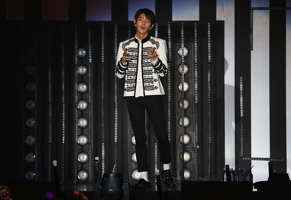 'Scarlet Heart Ryeo' actor Lee Joon Gi performs in front of his Singaporean fans during his Asian concert tour.