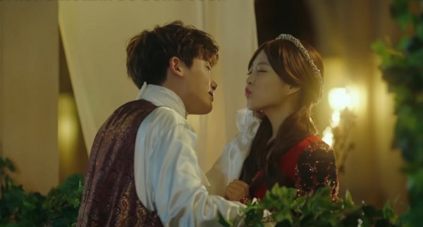 Park Hyung Sik (L) and Park Bo Young (R) as Romeo and Juliet in 'Strong Woman Do Bong Soon' episode 10.