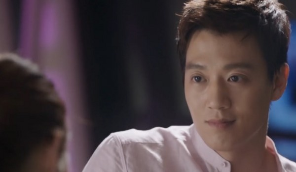 Kim Rae Won in an episode of 'Doctors' with Park Shin Hye.